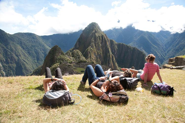Eat-and-party-safely-in-Peru---Pariwana-hostels-02