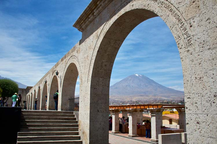 Discover-the-stately-Arequipa-City---Pariwana-hostel07