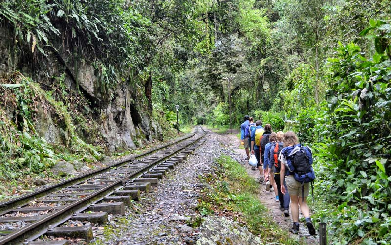 Getting-to-Machu-Picchu-by-Road-and-Foot---Pariwana-hostel-05