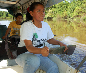Paddling speed boat on the Tahuayo River with a floor board.  Photo by Campbell Plowden/Center for Amazon Community Ecology