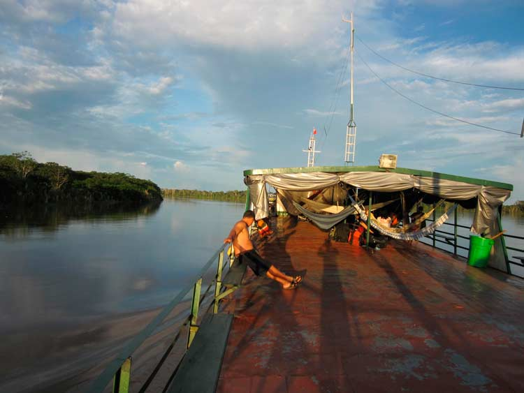 Travel-trips-for-boat-travel-in-the-Peruvian-Amazon-–-Part-2-Rapidos-speedboats---Pariwana-hostel-03