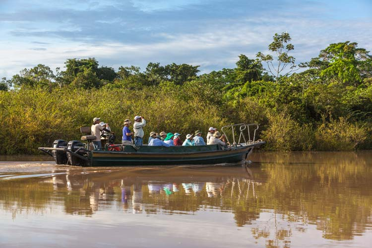 Travel-trips-for-boat-travel-in-the-Peruvian-Amazon-–-Part-2-Rapidos-speedboats---Pariwana-hostel-06