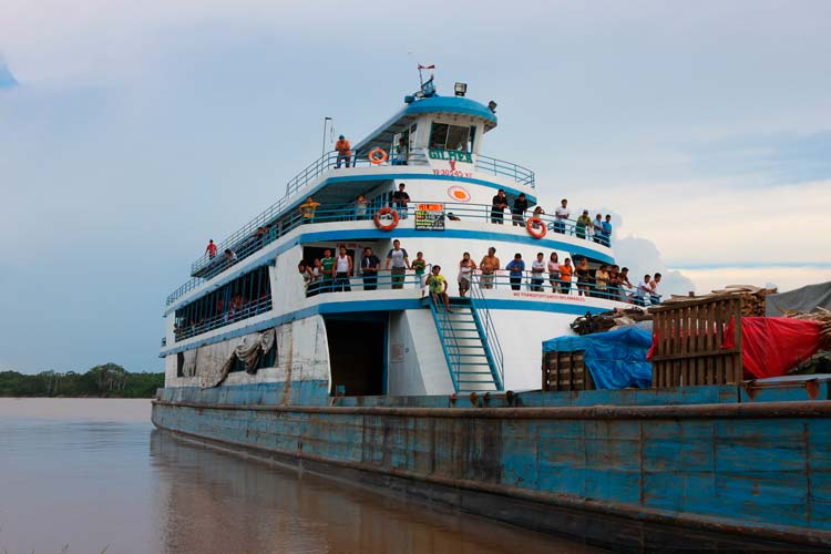 Travel-trips-for-boat-travel-in-the-Peruvian-Amazon-03