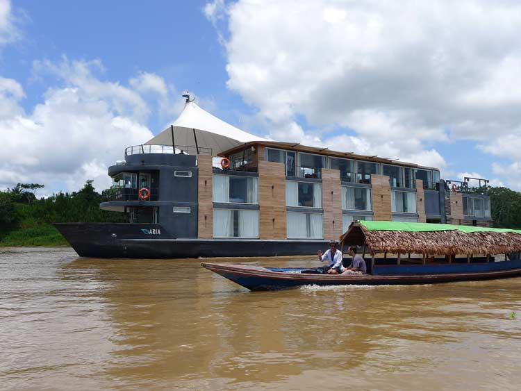 Travel-trips-for-boat-travel-in-the-Peruvian-Amazon-05