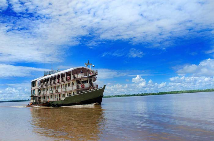 Travel-trips-for-boat-travel-in-the-Peruvian-Amazon3-02
