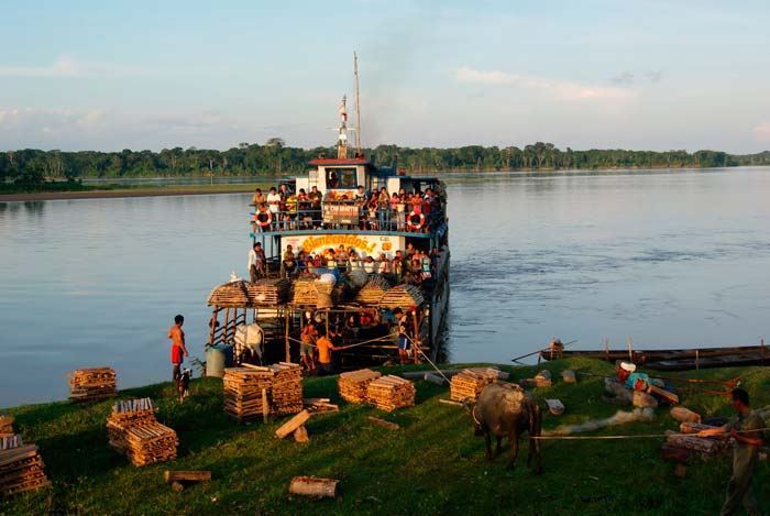 Travel-trips-for-boat-travel-in-the-Peruvian-Amazon3-04