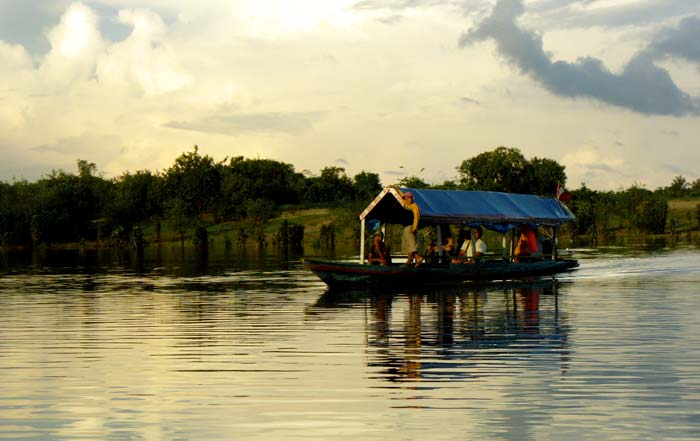 Travel-trips-for-boat-travel-in-the-Peruvian-Amazon3-05